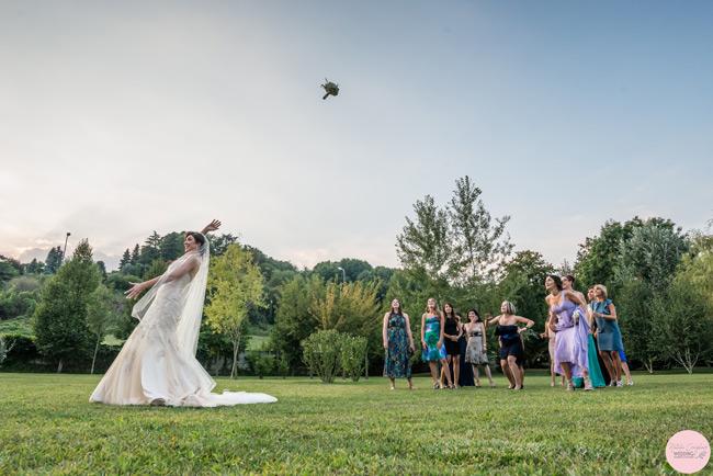 lancio del bouquet wedding planner torino piemonte